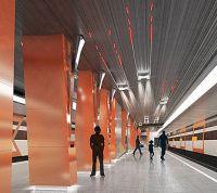 На платформе строящейся станции метро «Боровское шоссе» установили колонны