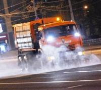 Коммунальщики «новой Москвы» вновь промыли дороги моющим средством