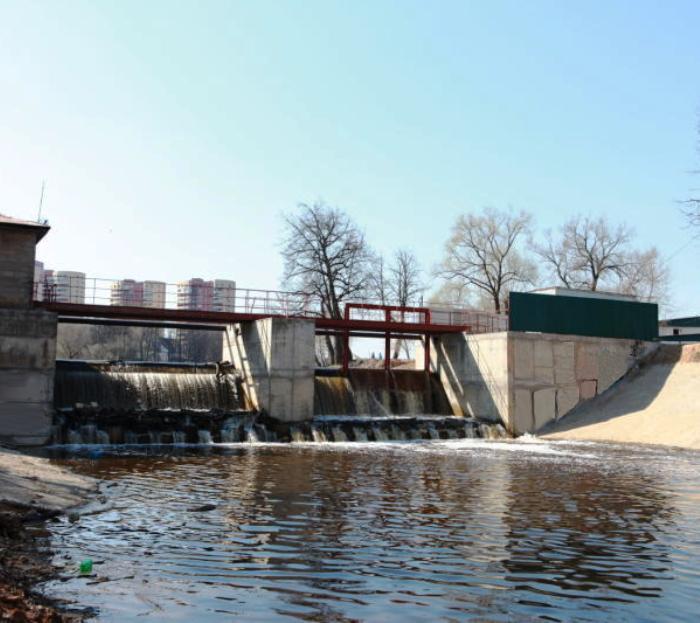 Завершена реконструкция плотины на реке Десна в ТиНАО
