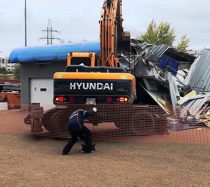 Незаконное строение автомойки демонтировали в ТиНАО